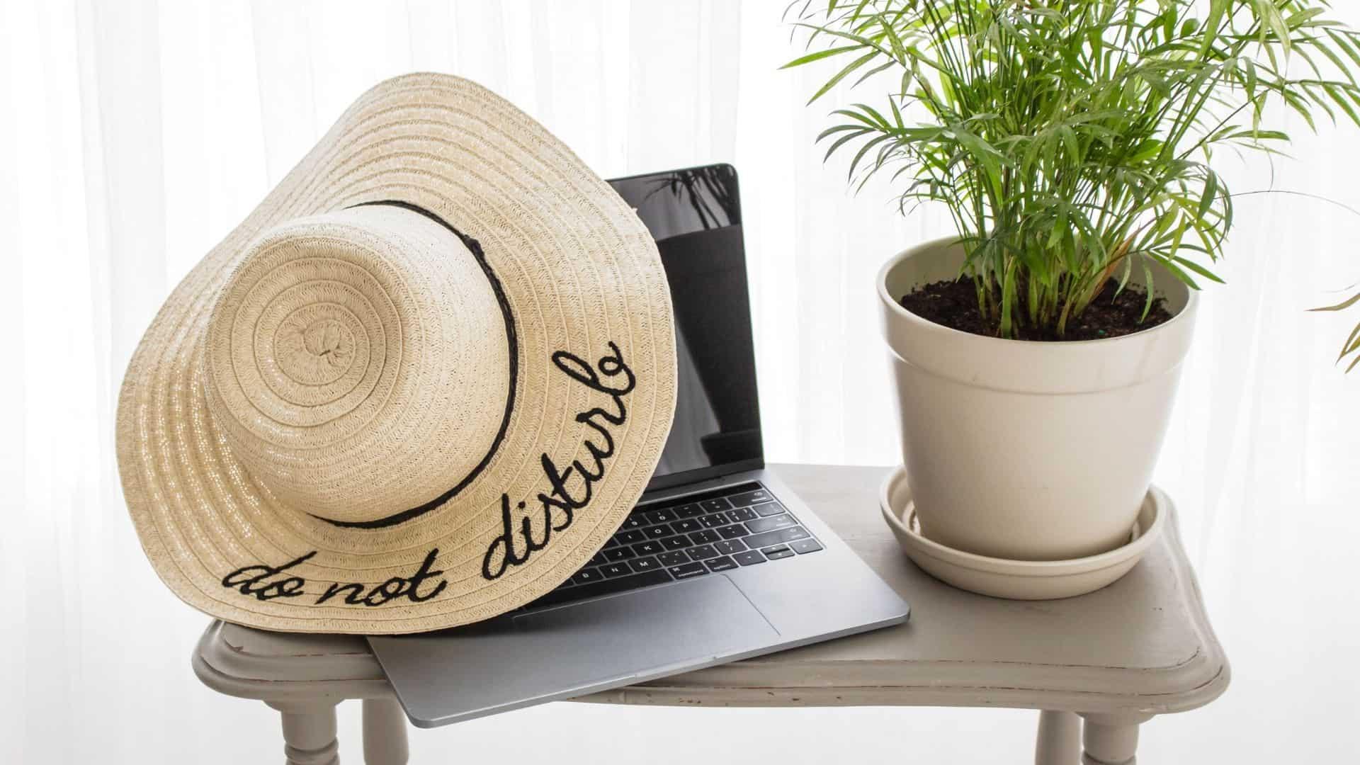 do not disturb had on a laptop